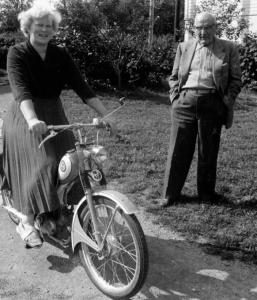 audhild-viken-moped